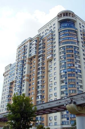 baranda para balcon: Moderno apartamento de gran altura y monorriel en Moscú
