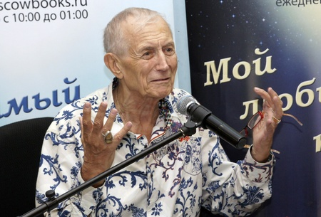 wrinkled brow: MOSCOW - AUGUST 3:Evgenie Evtushenko addresses to audience on presentation of the new book