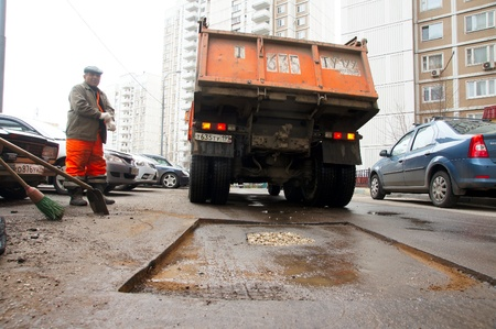 12_04_2012 Moscow, Russia. Road workers repair an asphalt covering after a winter season. Stock Photo - 13626854