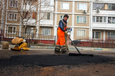 12_04_2012 Moscow, Russia. Road workers repair an asphalt covering after a winter season. Stock Photo - 13626860