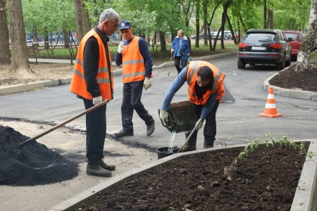14_05_2012 Moscow, Russia. Road workers repair an asphalt covering Stock Photo - 13714946