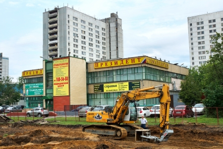 patching: 15.06.2012 Moscow. Carrying out construction works on complete reconstruction of Yaroslavskoye Highway. Editorial