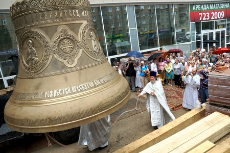 13 07 2012 Moscow. At a belltower of the temple of the Nativity of the Theotokos in the Butyrsky district the prior of the temple archpriest Alex Talyzov consecrated the main bell � �Big Blagovestnik� is powerful in five tons.