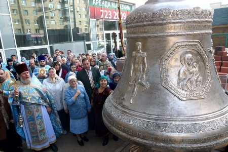 21.09.2012 Moscow. The temple of the Nativity of the Theotokos in the Butyrsky district. Bell consecration.