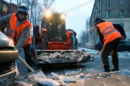 09.12.2012 Moscow. Snow cleaning in the evening.