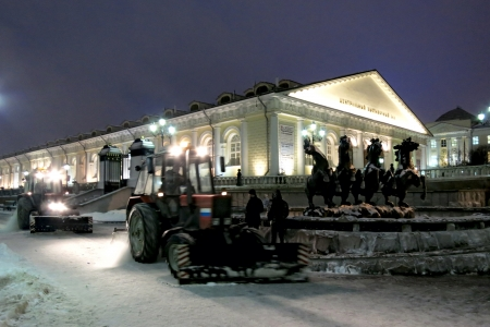 26.12.2012 Moscow. Night cleaning of snow in Aleksandrovsk to a garden.
