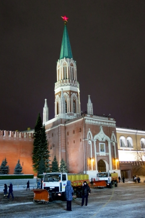 spassky: 26.12.2012 Moscow. Snow cleaning on Red Square.
