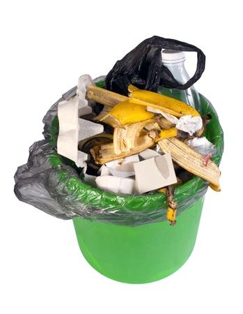desechos organicos: desperdicios de comida en un bote de basura de pl�stico puede