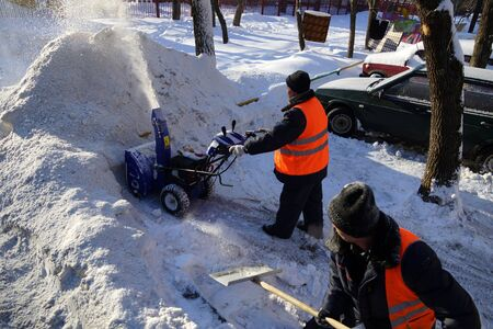 26 01 2013 Moscow. Snow cleaning in the domestic territory.