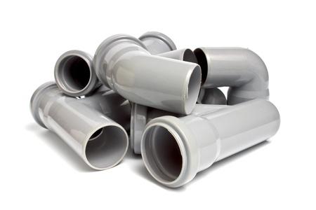 plomeria: composición de las tuberías de desagüe de plástico, aislados en el blanco