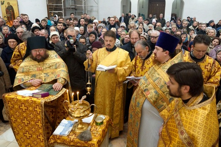 11 11 2012 Moscow  Icon consecration  CHERNOBYL SAVIOUR  in the temple of All Moscow Sacred  Stock Photo - 24244962