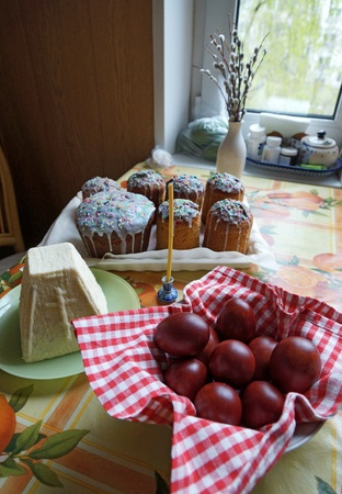 Easter eggs and Easter cakes on a table Stock Photo - 19534872