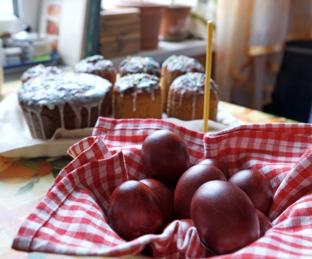 Easter eggs and Easter cakes on a table Stock Photo - 19534864