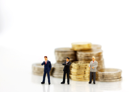Miniature people: Businessmen standing with coins stack, finance, investment and growth in business concept. Foto de archivo - 120403334