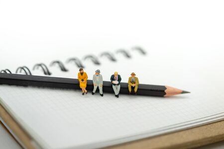 Miniature people: Business team reading book on the pencil , education or business concept. 스톡 콘텐츠 - 132045512
