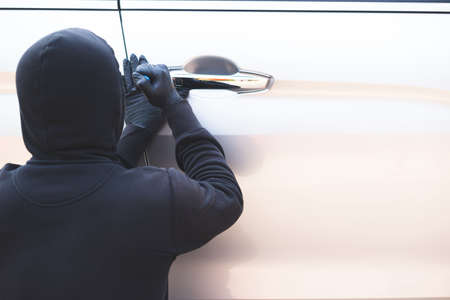 Robbers are stealing cars in the parking lot