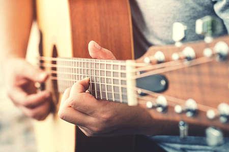 Man's hands playing acoustic guitar Standard-Bild
