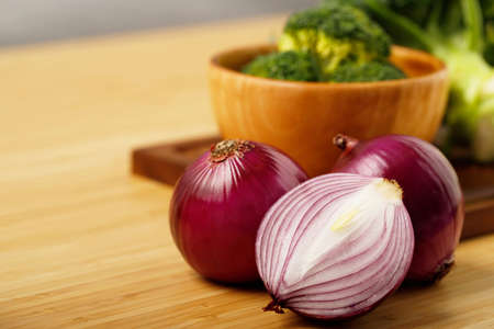 shallots still life wood background onion bulb season herb vegetable ingredient Imagens
