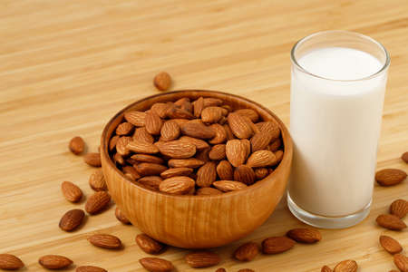 Almonds with Fresh Milk 版權商用圖片