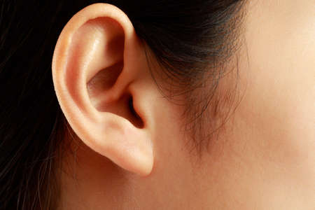 Health problems, women have a lot of pain in the ears.