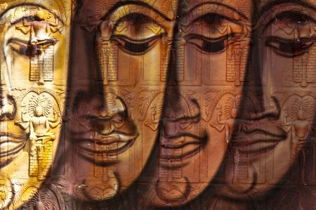 buddha image: frente a la imagen de Buda en el templo de la pared