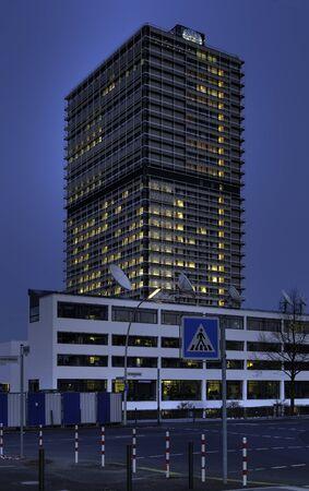 un: Langer Eugen  Sitz der UN in Bonn, West-Ansicht