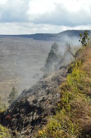 Volcan émetteur de fumée. Big Island, Hawai, États-Unis. EEUU. Banque d'images - 90248948
