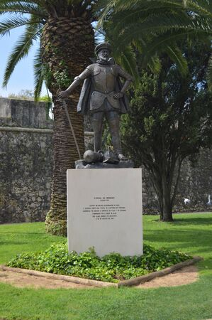 Statue Dedicated To Don Diego De Meneses Captain Of Malaga And Governor Of India Of The XIV Century In Cascais. Photograph of Street, Nature, architecture, history. April 15, 2014. Cascais, Lisbon, Portugal. 新聞圖片