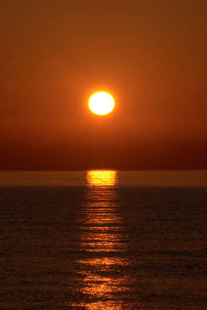 Sunrise on the beach, sun on the water, orange, reflections 版權商用圖片
