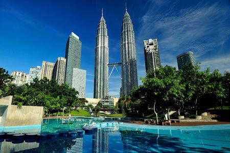 twin tower: Petronas Twin Tower, Kuala Lumpur, Malaysia.