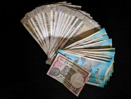 New Indian Currency Rupees Five Hundred and fifty rupees and coins, India 免版税图像