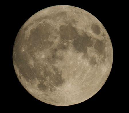 insanity: portarretrato de Luna que muestra los detalles de la superficie lunar