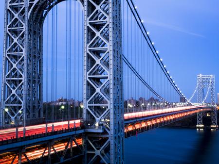 george washington: George Washington Bridge with traffic in Motion Foto de archivo