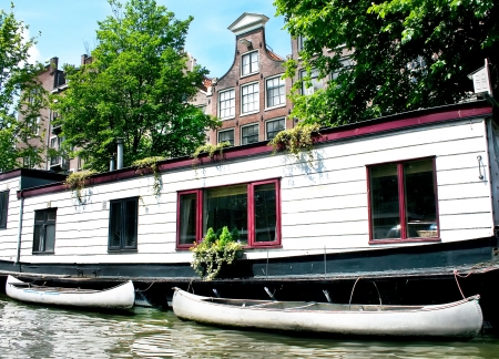 Floating house with boats in Amsterdam Stock Photo - 18090844