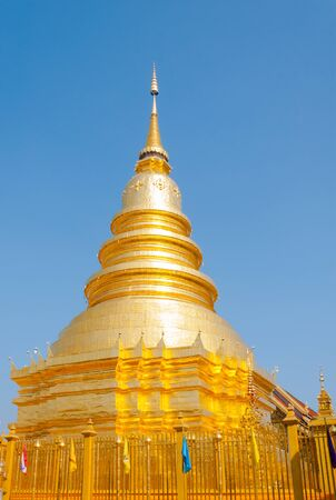 monasteri: parte del tempio Wat Phra That Haripunchai a Lamphun, il tempio più famoso del tempiale nel nord della Thailandia, arte thai stile
