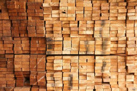 Schnittholzquerschnitt,Auswahl frisch gesägten Holzmaterials (Balken)