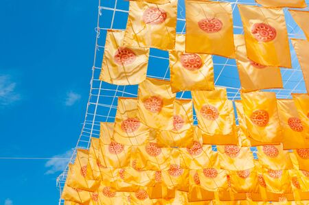 Thammachak flag yellow in temple (Wat Phan tao) on blue sky temple Northern Thailand Stockfoto
