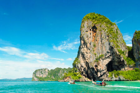 ao: Railay, also known as Rai Leh, is a small peninsula between the city of Krabi and Ao Nang in Thailand.