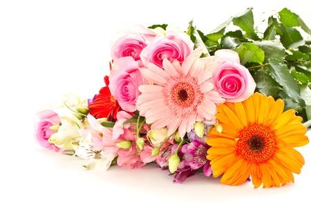 白い背景にさまざまな花の花の花束 写真素材