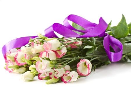 boeket van roze lisianthus bloemen op een witte achtergrond Stockfoto
