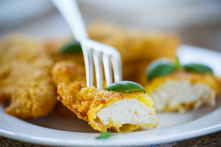 nuggets pollo: chicken fried in batter with basil on a plate