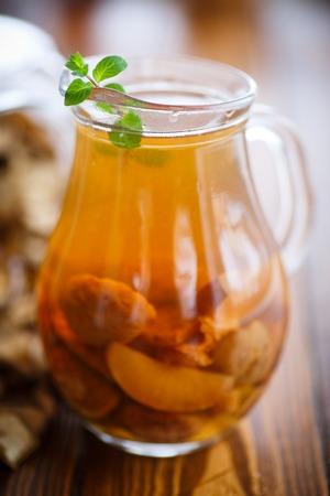 frutos secos: compota de frutos secos en una jarra