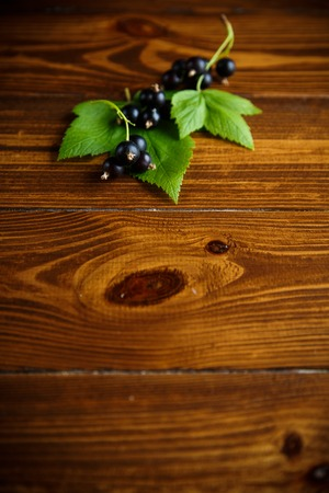 ripe berries black currants on a wooden table Imagens - 103131799