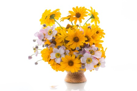 bouquet of yellow big daisies isolated on white background Banque d'images