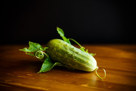 fresh green cucumbers on a wooden table Imagens