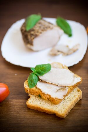sandwich with home baked meat in a plate on a wooden table Stockfoto