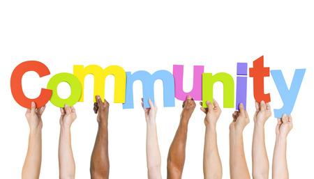 Multi Etnische mensen houden het woord Gemeenschap Stockfoto