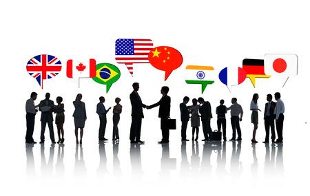 persone che parlano: Gruppo di International Business persone parlano tra loro In Uno Sfondo Bianco