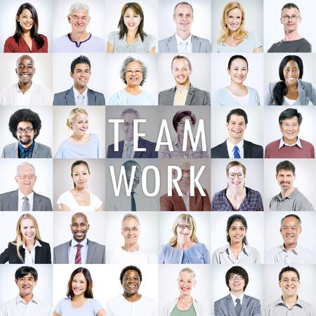 多民族の多様なビジネス人々 のグループ