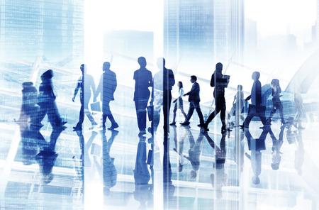 personnes qui marchent: L'image abstraite de gens d'affaires Banque d'images